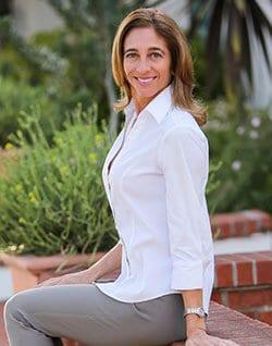 Julie Menas